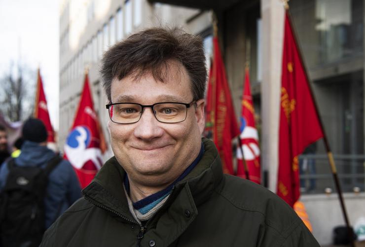 Overenskomsten betyder meget for den 45-årige 3F'er og anlægsgartner Lasse Wagner.