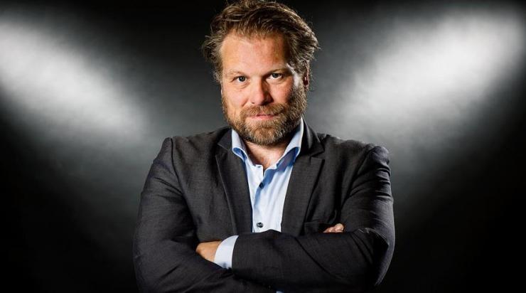 b6a3f791 Kunne man forestille sig følgende scenarie i en stor dansk virksomhed:  Virksomhedens underdirektør bliver afsløret i at tage af kassen, i at sætte  kolleger ...
