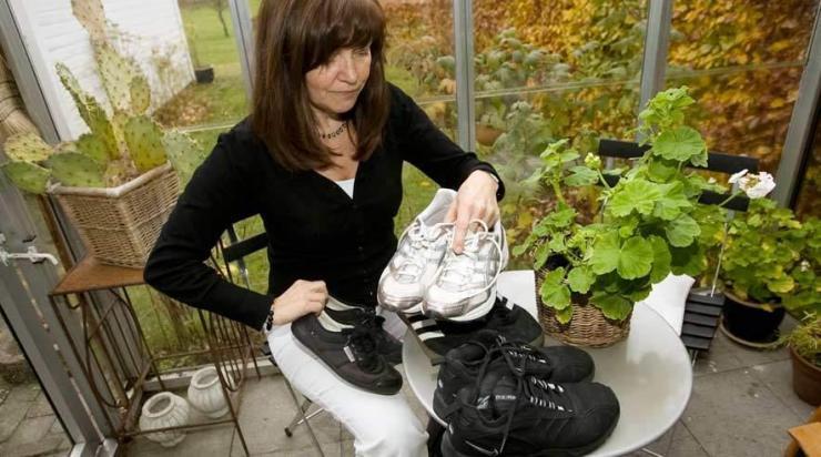 56f0d1ce Når man går, så belaster man sine fødder med op til 10 gange sin vægt. Det  er derfor vigtigt med det rette fodtøj i løbet af en arbejdsdag.