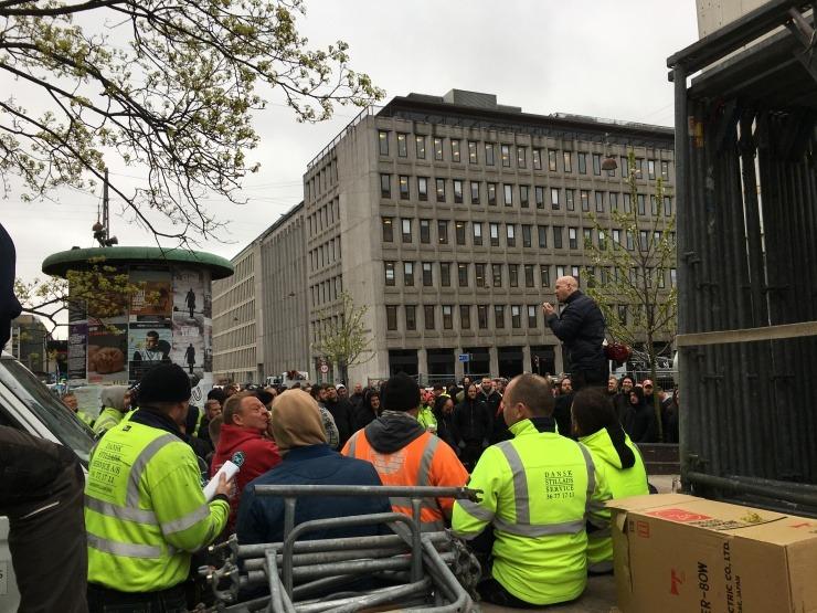 Ok17  Stilladsfolk Blokerer 3f I Protest