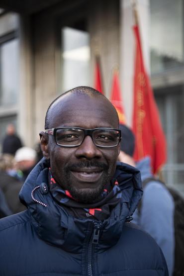 Den 42-årige 3F'er Bacar Samate viste også sin støtte til forhandlerne.
