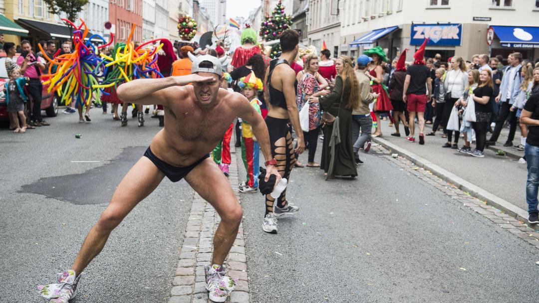 homoseksuel gruppe lesbiske har sex på en fest