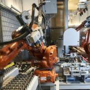 Mange virksomheder har allerede indført robotter, men arbejdsmarkedet er på kanten af en ny, stor automatisering ifølge ny rapport: Fire ud af ti arbejdsopgaver kan erstattes med den eksisterende teknologi.