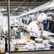 At elever klarer sig bedre i PISA, kan være med til at sikre, at flere unge vælger en erhvervsuddannelse. Her ses unge kokke i aktion til Skills 2016.