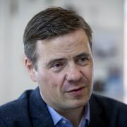 Aalborgs borgmester Thomas Kastrup-Larsen vil se på arbejdstiden for de ansatte i kommunen.