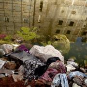 24. april er det fire år siden, fabriksbygningen Rana Plaza i Bangladesh kollapsede, og mindst 1.134 arbejdere blev dræbt. Siden da er antallet af brande og dødsfald på de berygtede fabrikker faldet drastisk.