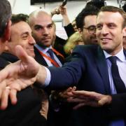 Outsideren Emmanuel Macron fører i meningsmålingerne op til det franske præsidentvalg.