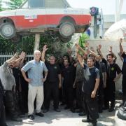 Glade arbejdere på Zarfati Garage efter sejren