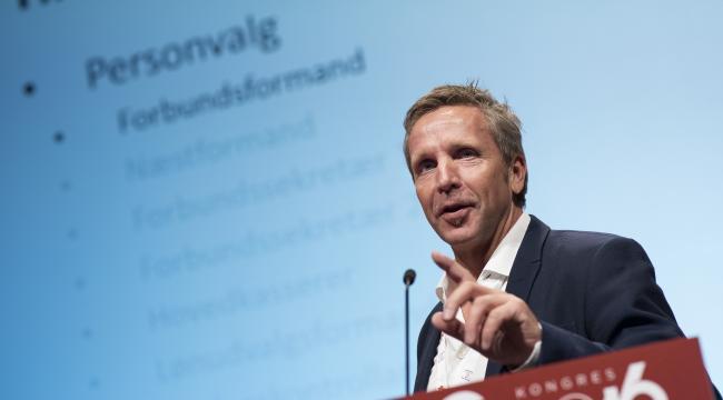 - Folketinget har langsomt, men sikkert, udhulet det danske dagpengesystem, og dermed har man også svækket den højt besungne danske model, siger 3F-formand Per Christensen.