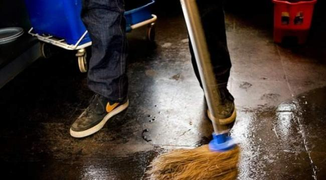 En rengøringsboss og hans hustru samt deres revisor er sigtet for skatte- og momssnyd i millionklassen. Det påståede snyd har på ny relation til rengøringsbranchen.