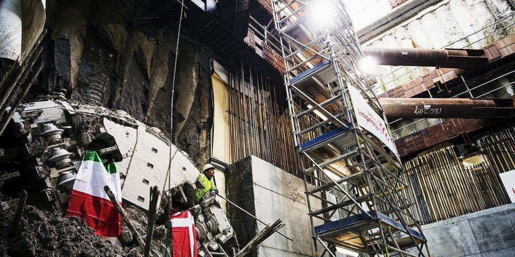 De ansatte på metro-byggeriet, der skulle have set kasser med hvidt pulver blive læsset af på byggepladser på Metrocityringen, tør ikke snakke med politiet af frygt for repressalier. Det gør efterforskningen svær, siger politiet.   Billedet er et a