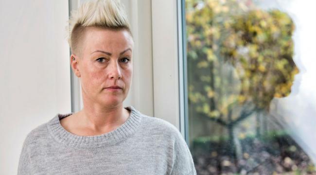 - Jeg var så vred på ledelsen over, at de ikke lyttede til mig og mine kolleger, siger Bibi Lykke, der blev sygemeldt. (Foto: Heidi Lundsgaard)close