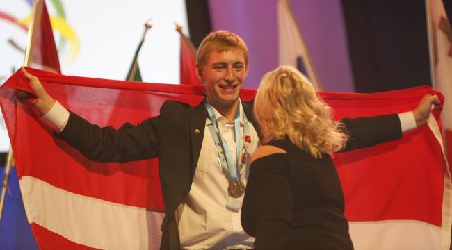 Bygningssnedker Frederik Riber vandt en flot bronzemedalje ved Euroskills i Gøteborg i weekenden