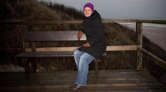 Efter 16 år i minijob har Doreen Petersen stadig ikke fået et almindeligt arbejde. Hun arbejder deltid som sælger og rengøringsassistent på den tyske ferieø Sild i Vadehavet.