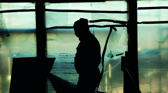 - Lav løn gør det attraktivt at ansætte illegale arbejdere, som er desperate for at overleve og vil sælge deres arbejde til en lav pris, siger Shahamak Rezaei, migrationsforsker og lektor ved Institut for Samfund og Erhverv på Roskilde Universitet.