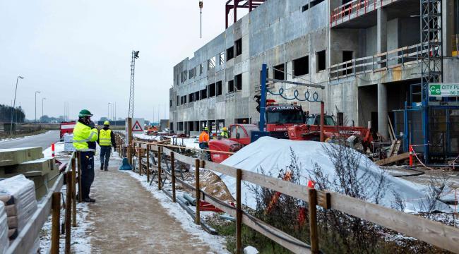 Det samlede midtjyske regionsråd vil nu følge op på, hvordan det går med indsatsen mod social dumping blandt andet på byggepladsen i Gødstrup.