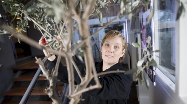 41-årige Karina Bossen er tillidsrepræsentant og ansat som servicegartner hos det landsdækkende firma DK Planteservice.