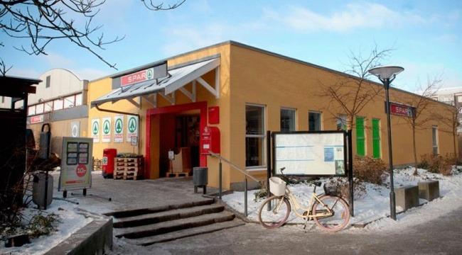 Rejseholdet fra Fødevarestyrelsen har tre gange på godt tre uger beslaglagt slik i Super Spar i Herlev. Butikken ejes af den omstridte slikfusker David Yüksel.